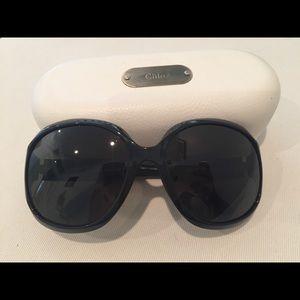 Beautiful Authentic Chloe oversized sunglasses 🕶
